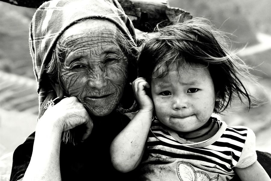 Kidsphotography Black And White Mucangchai Vietnam October2015 Grandma And Granddaughter Kids Portrait Capture The Moment Travel Photography People Of EyeEm People Photography Eyeem Black And White EyeEm Vietnam