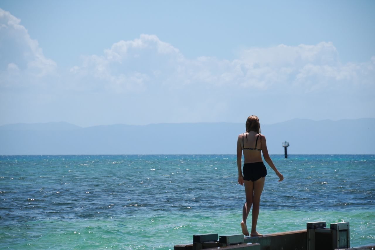 sea, rear view, real people, sky, horizon over water, standing, scenics, beauty in nature, water, nature, one person, leisure activity, day, outdoors, full length, lifestyles, men, young adult, people