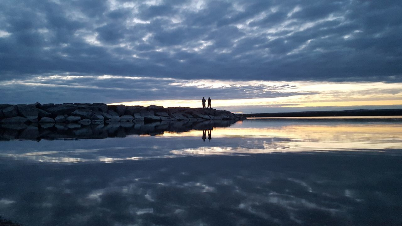 Serene Outdoors Beautiful Sunset Blueskyporn Samsung Galaxy S6 Edge Nofilternoedit Naturelover Lov Enature Photo Myown Beachphotography Reflections In The Water