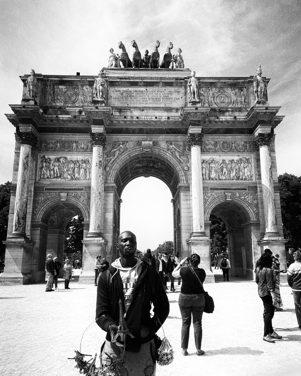architecture, triumphal arch, history, built structure, tourism, arch, statue, travel destinations, gate, sculpture, building exterior, travel, sky, real people, outdoors, monument, large group of people, low angle view, women, day, men, city, adult, people, adults only