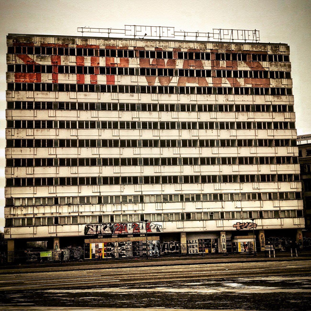 #berlin #nosun #nopeople #building #antifa #2017 #ruine #spruch #cloudy #graffiti