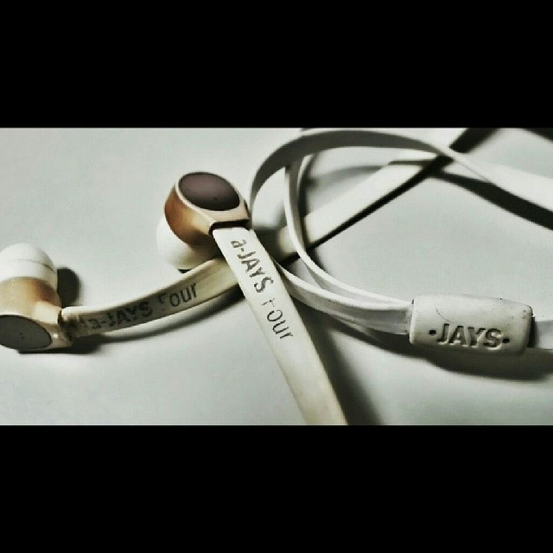 welcome back my good old earbuds!!? still way much better than BEATS !! hehe Ajays