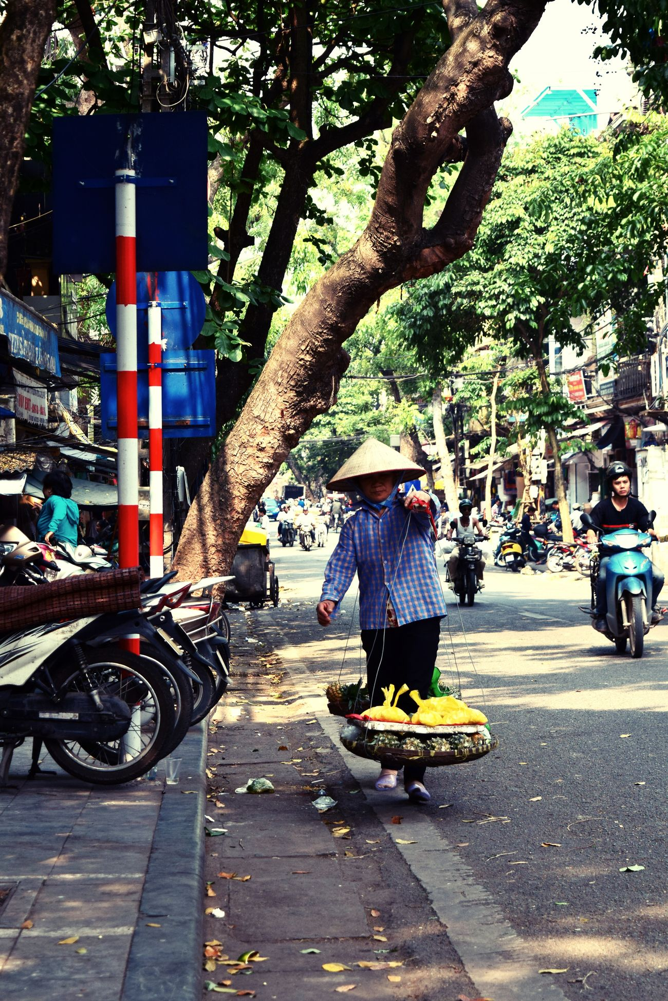 Traveling Helloworld Holidays Hanoi Oldquarter Hanoi , Vietnam Vietnam Travel Travel Photography Tadaa Community Cityscapes Taking Pictures Walking Around Woman At Work