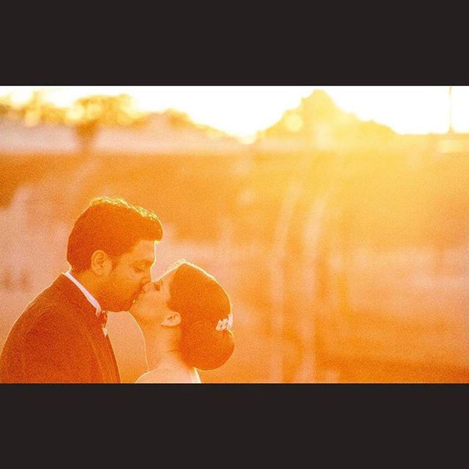 Canon Canon_official 5dmarkll Mimexico Tdt Rocafografia Fotografo Yúcatan Igersyucatan Bodas Weddingseason Weddingphotographer Tren Amor Venameridablanca Love Besos Kiss Canon_photos