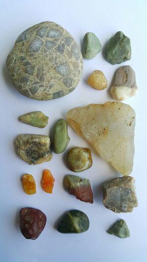 Rocks And Minerals Quartz Pebbles Fragment Crystal Transparent Collecting Collection Showing Imperfection Rough Gemstone Uncut Gem Raw Rem Gemstones Gemstone  Gem