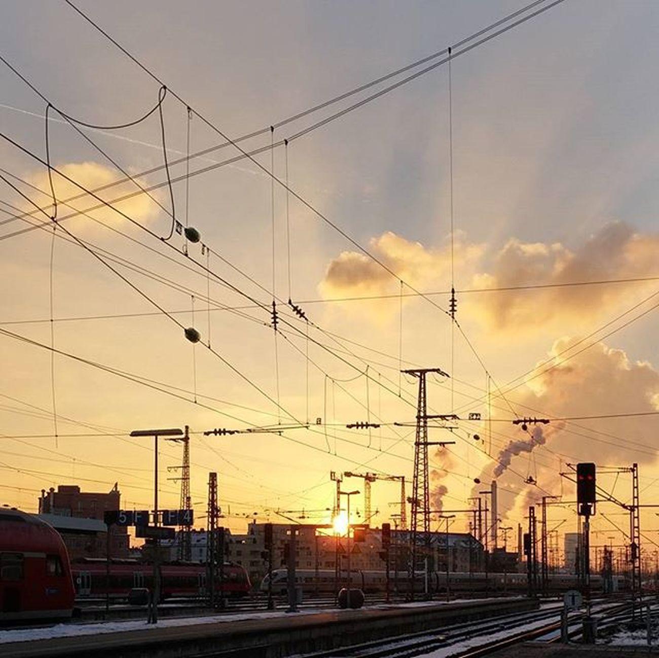 So schön kann es am Nuernberg_de Hauptbahnhof sein 💕 Nbg_sunsets Nueremberg Nürnberg