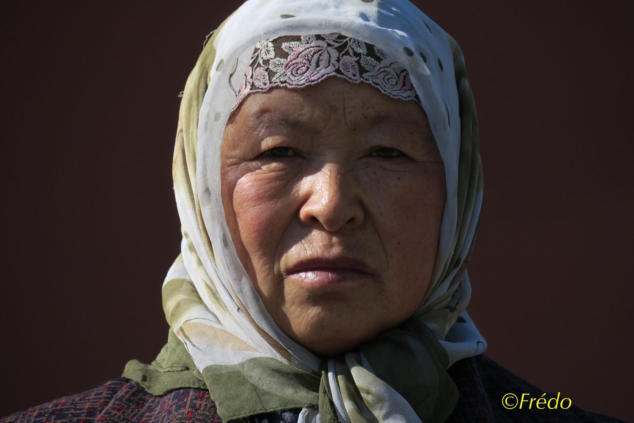 The lady at Gulou square Street Photos😄📷🏫⛪🚒🚐🚲⚠ Portrait Photography Street Photo Eyem Gallery Photo Of The Day Photooftheday Street Photography Streetphoto_color Streetphotography BEIJING北京CHINA中国BEAUTY Beijing, China Looking At Camera Faces Of Eyem EyeEm Best Shots Portrait Eye4photography Colorful Photo Faces Of EyeEm Women Faces Of The World Beijing Scenes China Eyeemphotography Front View Close-up