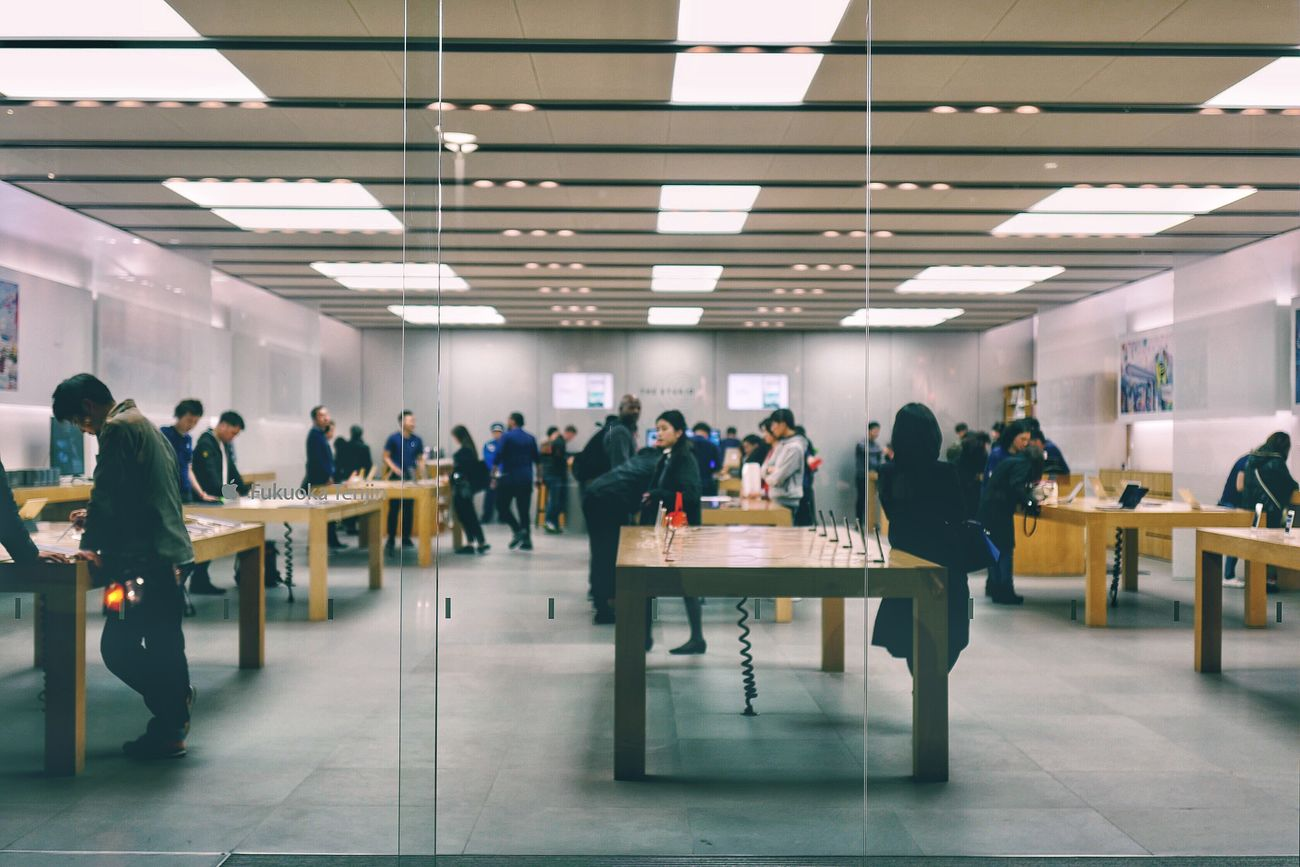 People And Places at Apple Store Tenjin, Fukuoka : LEICA Q Typ116 50mm Bokeh Photography Perspective Photography Fukuoka,Japan Japan Photography 20 February 2017