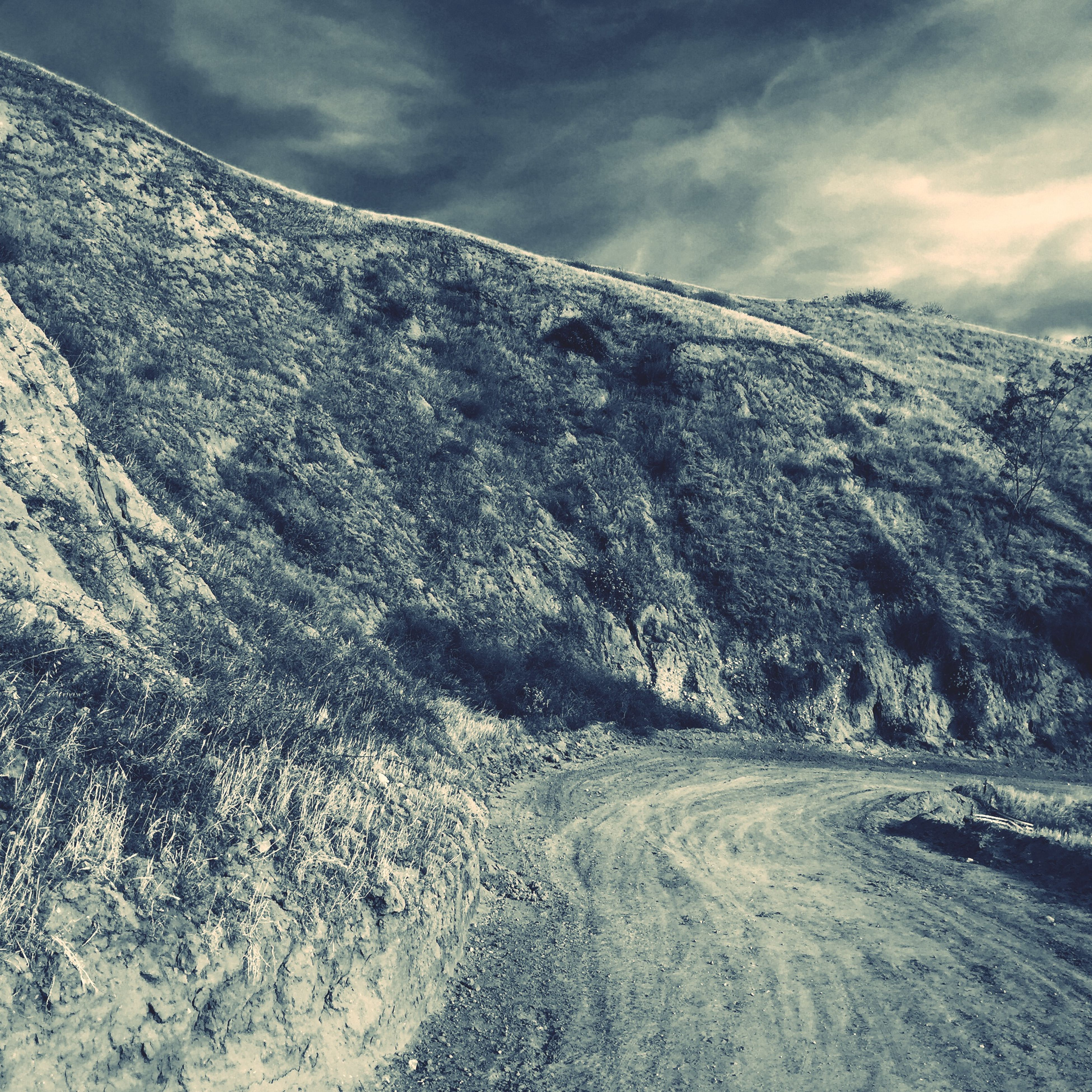 snow, winter, cold temperature, sky, mountain, weather, tranquility, tranquil scene, cloud - sky, scenics, nature, season, landscape, beauty in nature, cloudy, non-urban scene, day, frozen, outdoors, covering