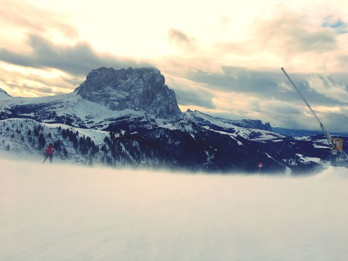 Snow Covered Nature Mountain Scenics Winter Tranquility Cold Temperature Clouds Dramatic Sky Dramatic Clouds Copy Space Langkofel Ski Slope Travel Val Gardena Windy Dantercepies Tranquil Scene Sky Water Outdoors Idyllic Sunset Day Cold
