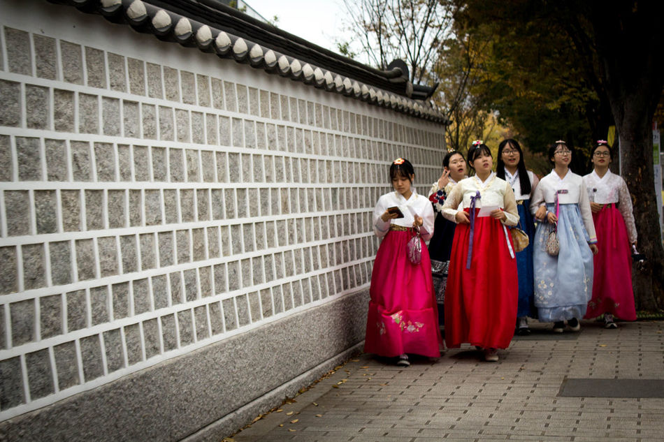 So this stop wasn't in our schedule before, but we always wanted to go and decided to take a detour that's well worth it - Stop n* 16: the vibrant city Seoul! ASIA Clothing Day Fashion Hanbok Inwangsan Komono Outdoors People Period Costume Real People Royal Person Seoul Shamanist South Korea Street Traditional Clothing Travel Photography Women