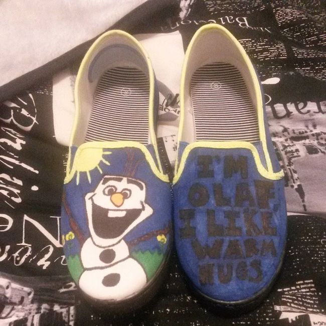 """So I made my first custom vans last night!! I was inspired by the movie """"Frozen"""". And I've always wanted to make a Olaf themed vans! Vans Frozen Olaf Customvans"""