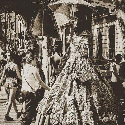 People Streetart Streetphotography Blackandwhite Monochrome Eyeforphotography Photographyislifee TakingAShot Takingpictures Lasramblas Barcelona Barcelone Ohbarcelona Catalonia SPAIN Europe F2f Followme Follow2follow Ifollowback