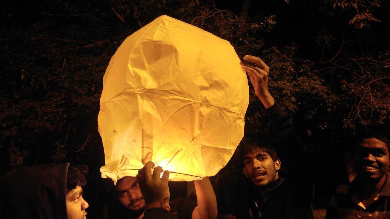 Lamps Young Adult Adults Only People Night Mobile_photographer Lighting Equipment Eyemmarket Mobileglobalshooters EyeEmMagazine EyeEm Gallery Yellow Nightphotography