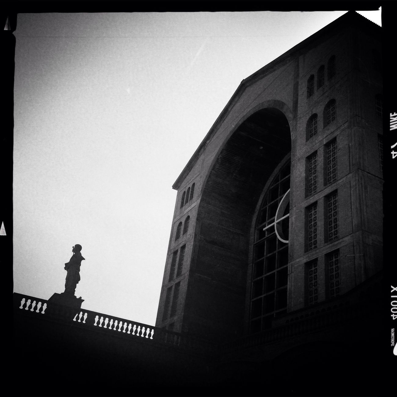 Hipstamatic Monochrome Blackandwhite Statue Architecture Church