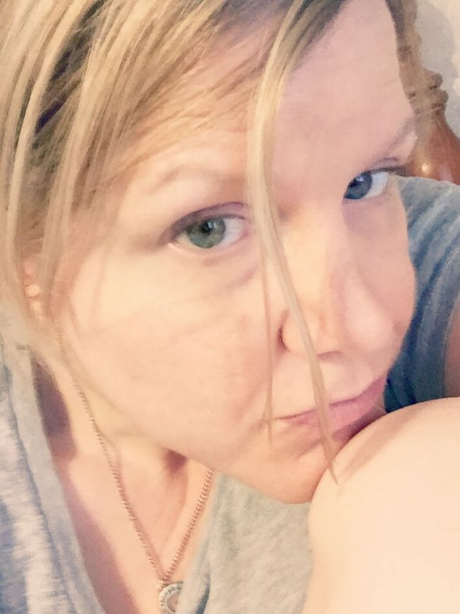 Lazy Saturday evening ! 😁 White Legs Relaxing @ Home Chillin With No Makeup On Selfie Saturday Show Us Your Natural Beauty Beautifully Flawed Imperfection Is Beauty