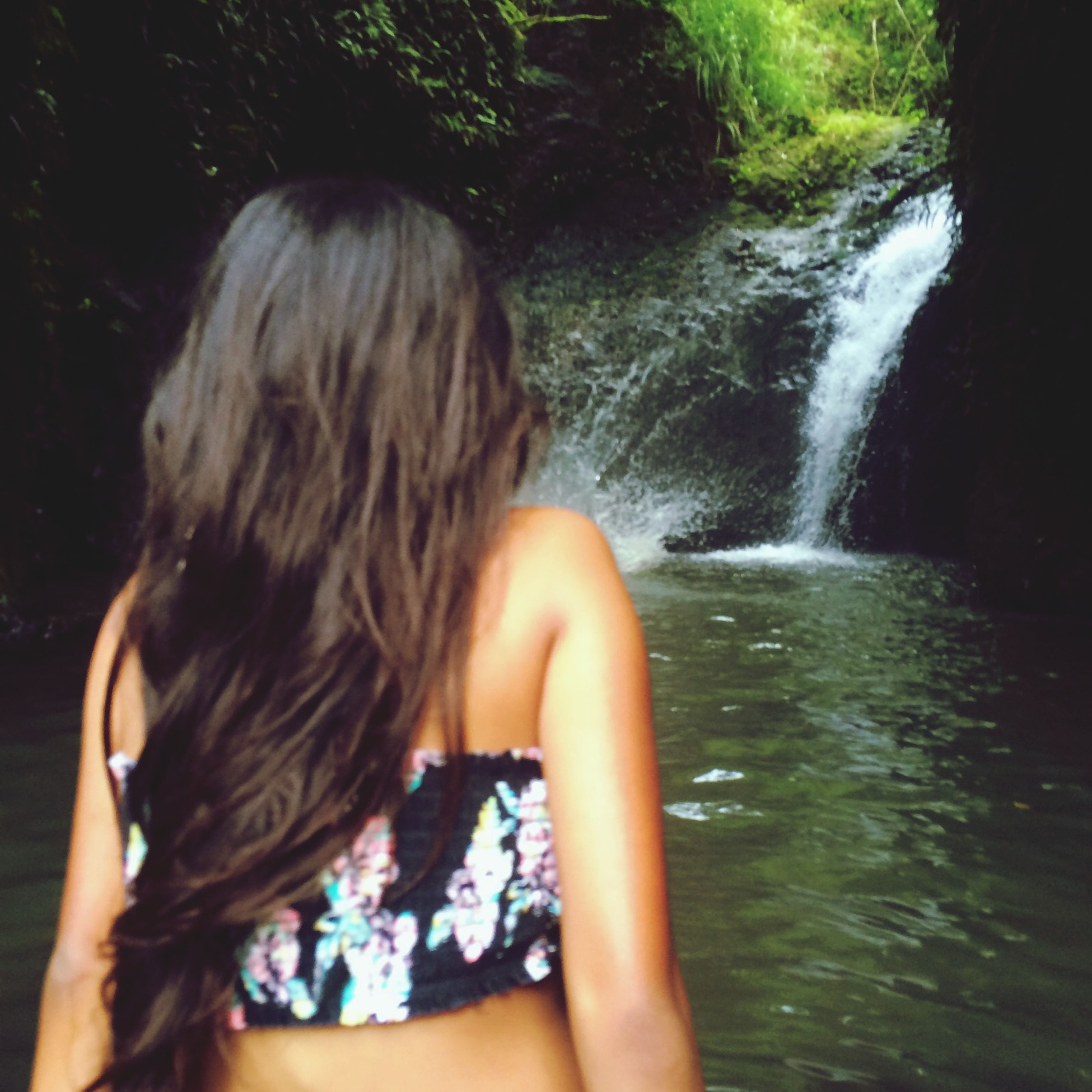 water, lifestyles, long hair, leisure activity, young adult, young women, person, motion, splashing, waterfall, rear view, headshot, flowing water, long exposure, blond hair, nature, brown hair