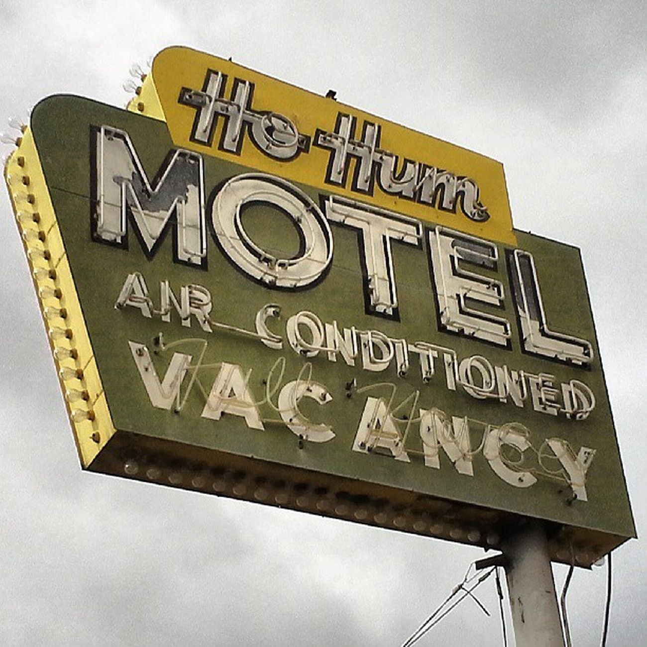 Downtown Signs Sweet Signage Roadtrip Typography Vacation Vacancy Neon Advertisement Sign Motel Nevada Nofilter Reno Loveit Lettering Signgeeks Oldsign Streetalma Signstalkers Savethesigns Lettergetter Neon_signs Neon_power Retrosign Airconditioned Oldreno Hohum