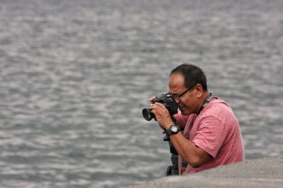 I shot the shooter Photography Themes Camera - Photographic Equipment Photographing Photographer Eyeem Philippines Getty Images One Person Real People Digital Camera