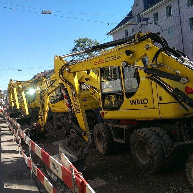 Gelbe Walo Bagger a de Baustelle Zürii Triemli am schöne Sunnige Sunntig gits kei lärm 😁 Sunny Sunday at Zürich Free Working Day Silent Noise Yellow Digger Machine