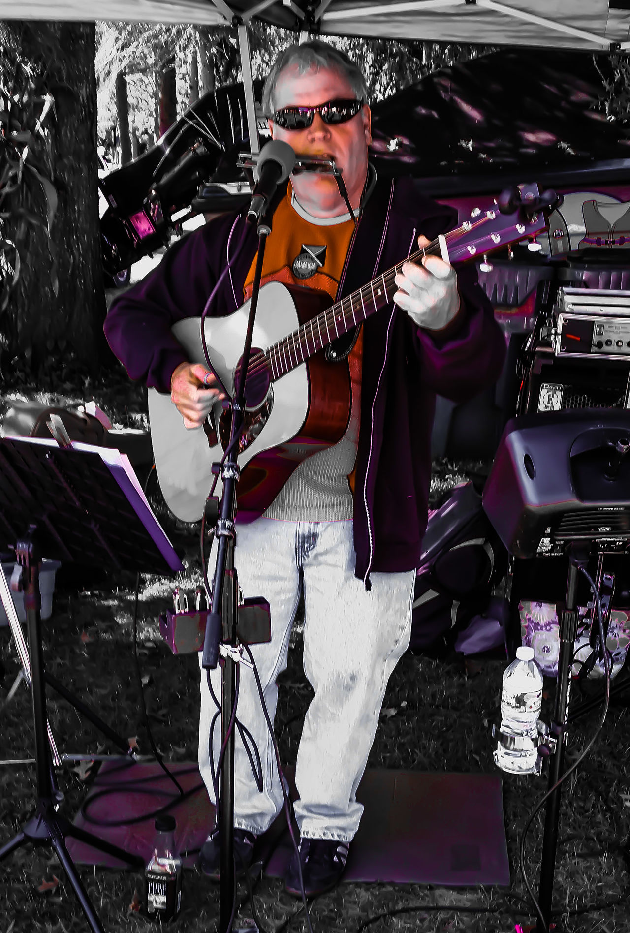 All about great live music. Eye4photography  Streetphotography Guitarist What Does Music Look Like To You?