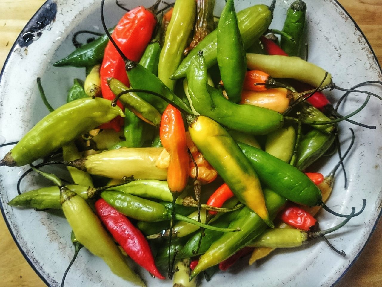 Chilis 🌶 Hot Chili Food And Drink Food Vegetable Freshness No People Chili Pepper Red Chili Pepper Green Chili Pepper Close-up Indoors  Foodphotography Springtime Chilies Mercado central de Buenos Aires UnykaProductions Unykacocina