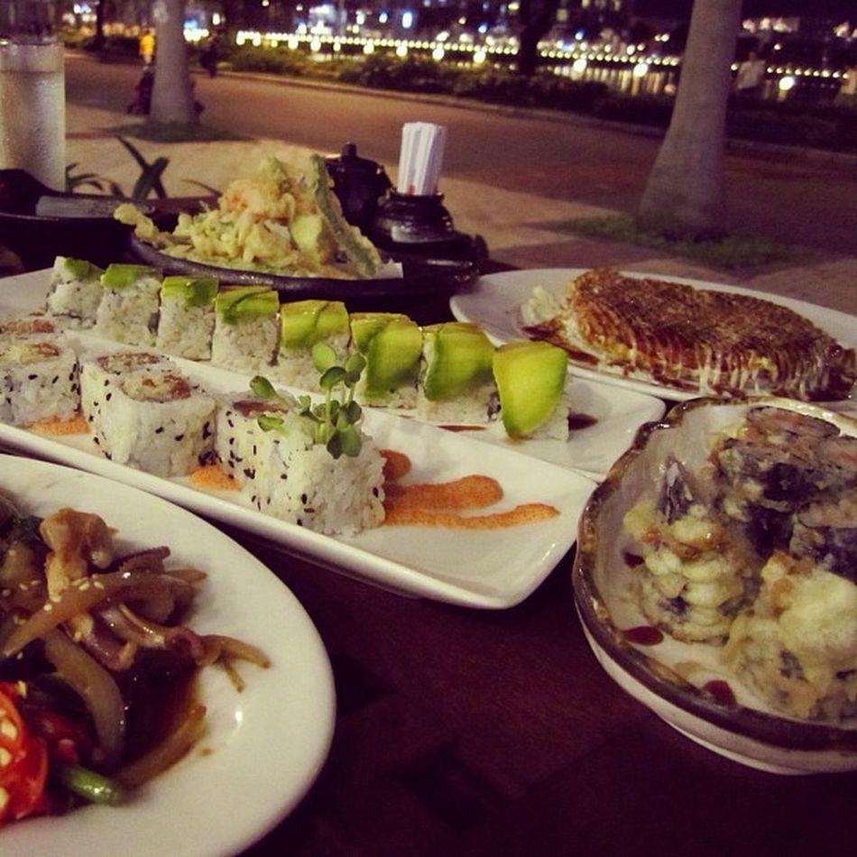 Ăn tối có vẻ nhiều đó :3 Đúng thích khi đi ăn với đại gia!!!