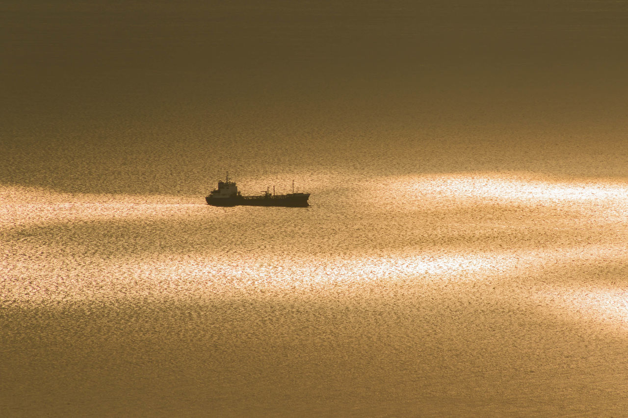 大阪湾夕景 Sunset OSAKA Japan Ship Sea Sea View From My Point Of View Pastel Power Magic Hour 43 Golden Moments Sea_collection Ships At Sea Colour Of Life Color Palette My Fevorite Place The City Light Long Goodbye