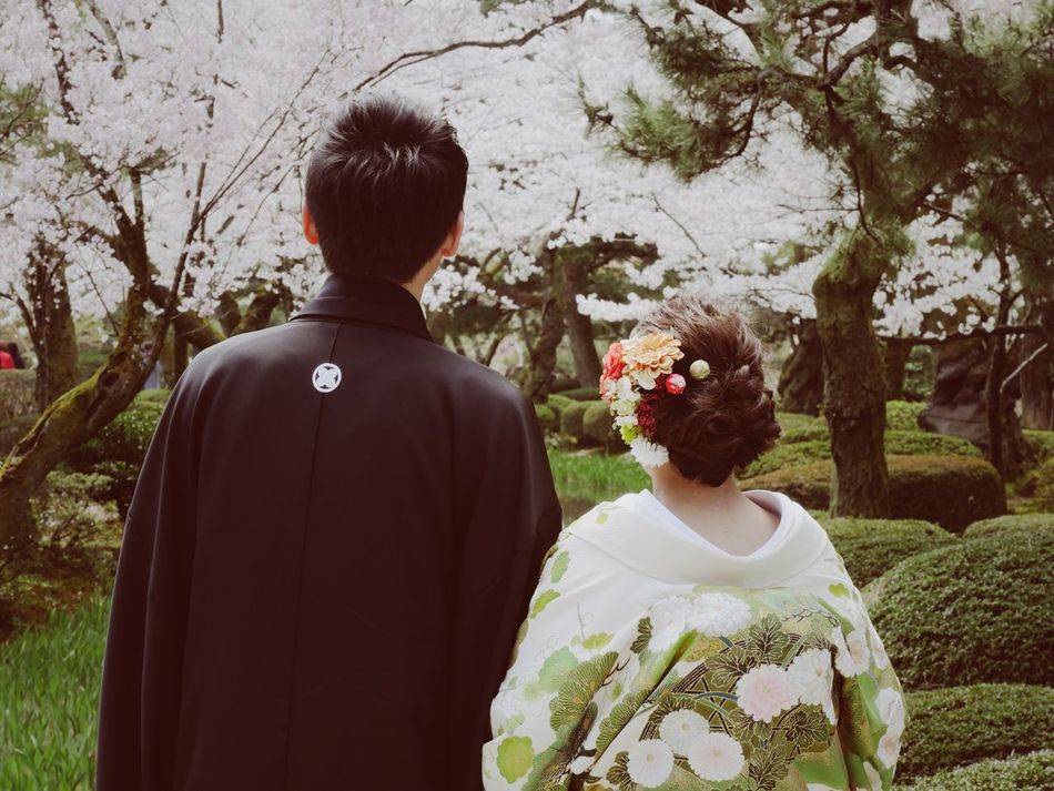 Flower Rear View Bride Two People Togetherness Women Real People Wedding Love Wedding Dress Life Events Celebration Well-dressed Men Kimono Groom Bouquet Day Outdoors Young Women Japan Japan