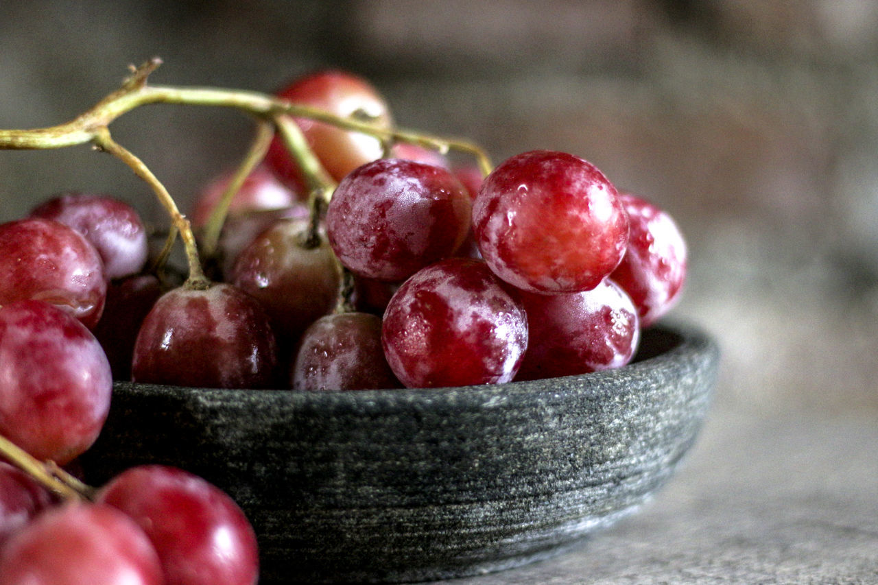 Close-Up Of Red Grapes In Bowl On Table