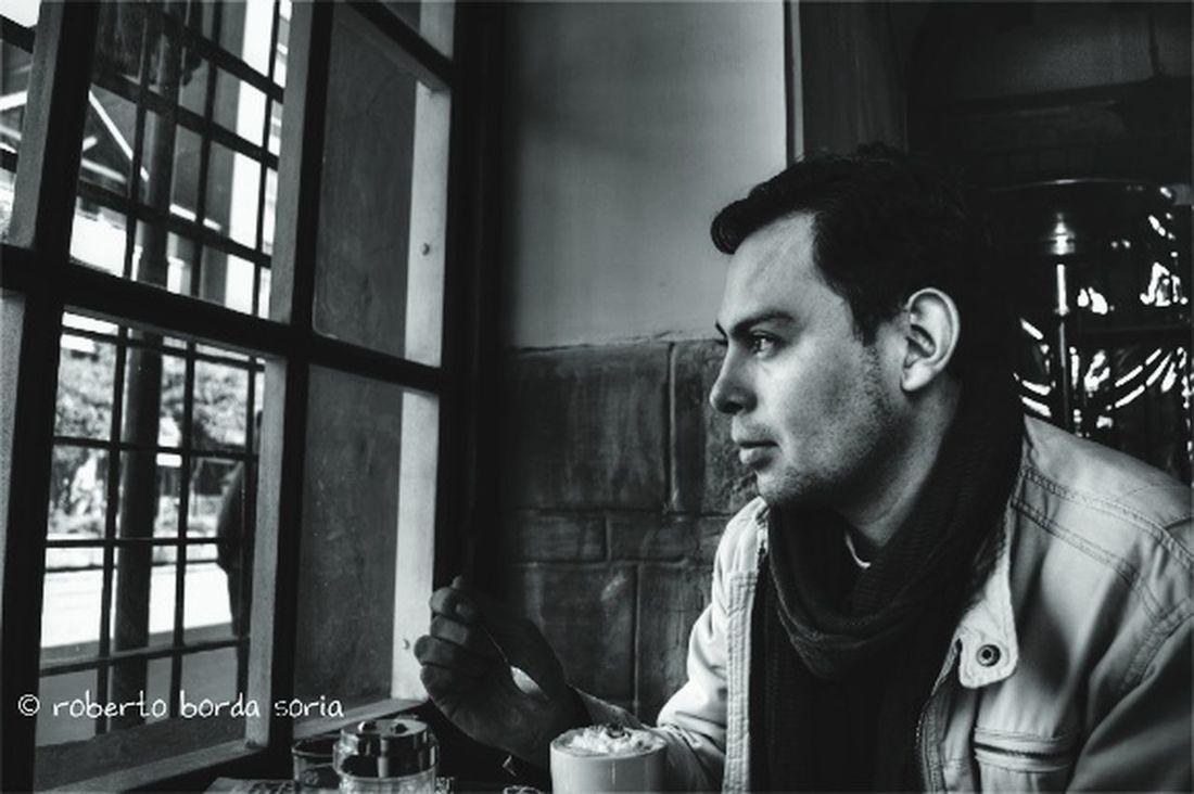 Observando pensativo Blackandwhite Solitario Blancoynegro Retrato Portrait People