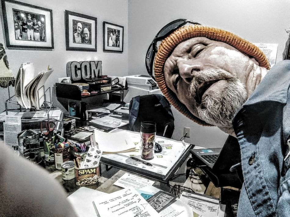 Picture Frame One Man Only Selfportrait Selfie ✌ Off To Work At The Office Indoors  Ski Cap Closeup Headshot DesktopBackGround Self Taken Photo Self Timer Old Mans Beard NeedCoffee Mondaymadness Struggling