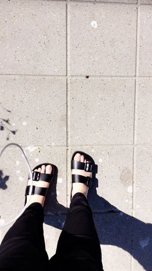 Summer feet☀️ Summer ☀ 2016 Feet On The Ground Summerfeet Sunshine Day Hello World That's Me Relaxing Black Sandals