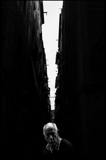 Thisisnotbarcelona Streetphotography_bw Blancoynegro Streetphoto_bw Blancinegre Blanc I Negre Streetphotographer Eyeembarcelona Black&white Light And Shadow Street Photography Catalunya Street Art Minimalism Catalonia EyeEmBestPics EyeEm Gallery Blackandwhite Streetphotography Barcelona Ciutatvella
