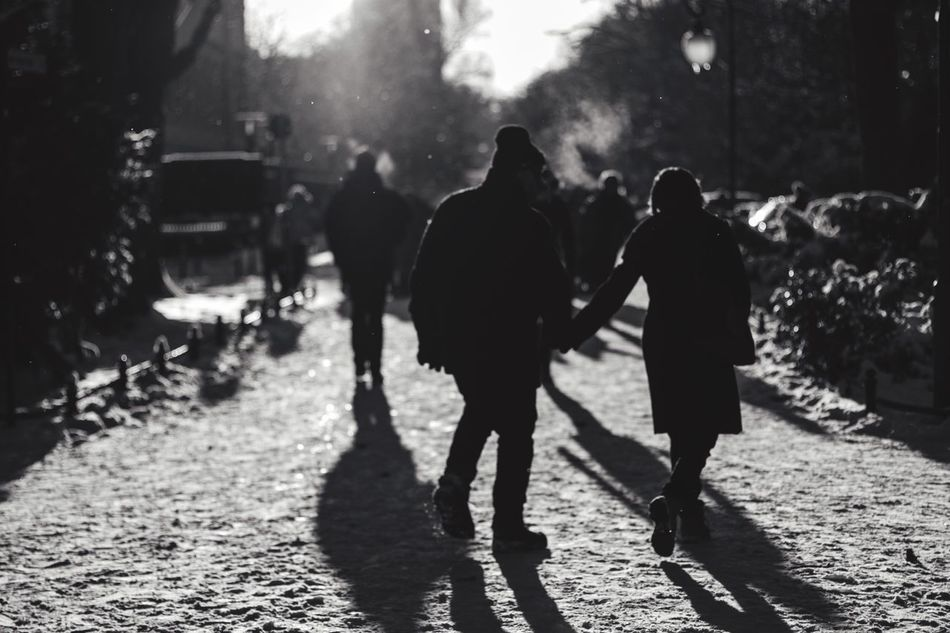 A Walk In The Park Snow Time Hats And Gloves Towards The Light Streetphotography Streetphoto_bw Blackandwhite SVART & VIT in Berlin Tiergarten