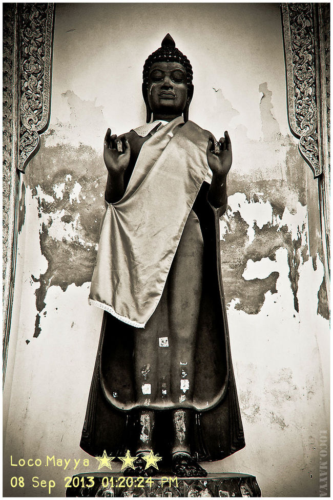 😄 Same old pic: Buddha Statue @ PhraPathomChedi Buddha Buddha Statue Temple Blackandwhite Black And White Shadows & Lights Taking Photos Old Pic  2013 Mobile Photography Beginnerphotographer