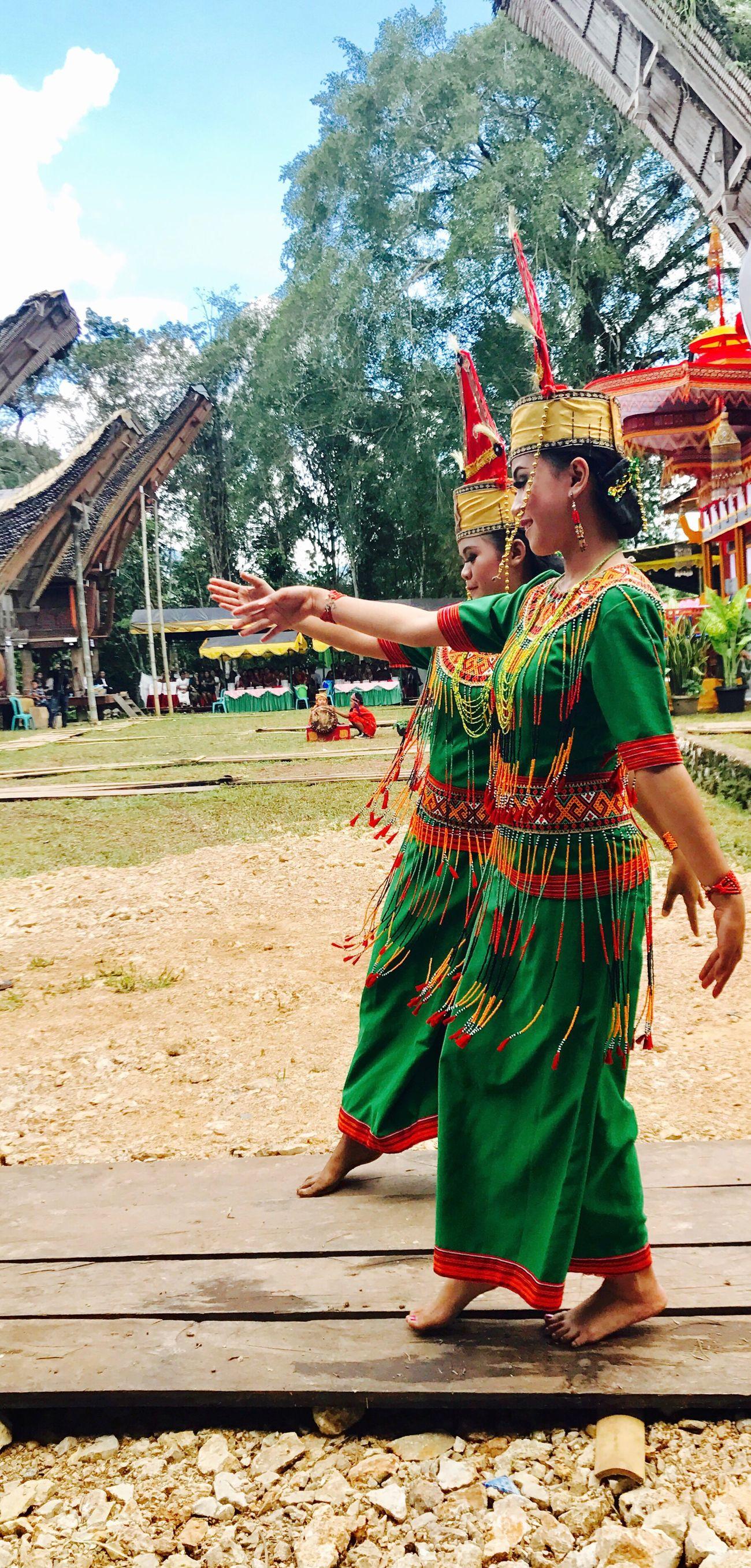 Toraja Utara Dance Sanggalangi People