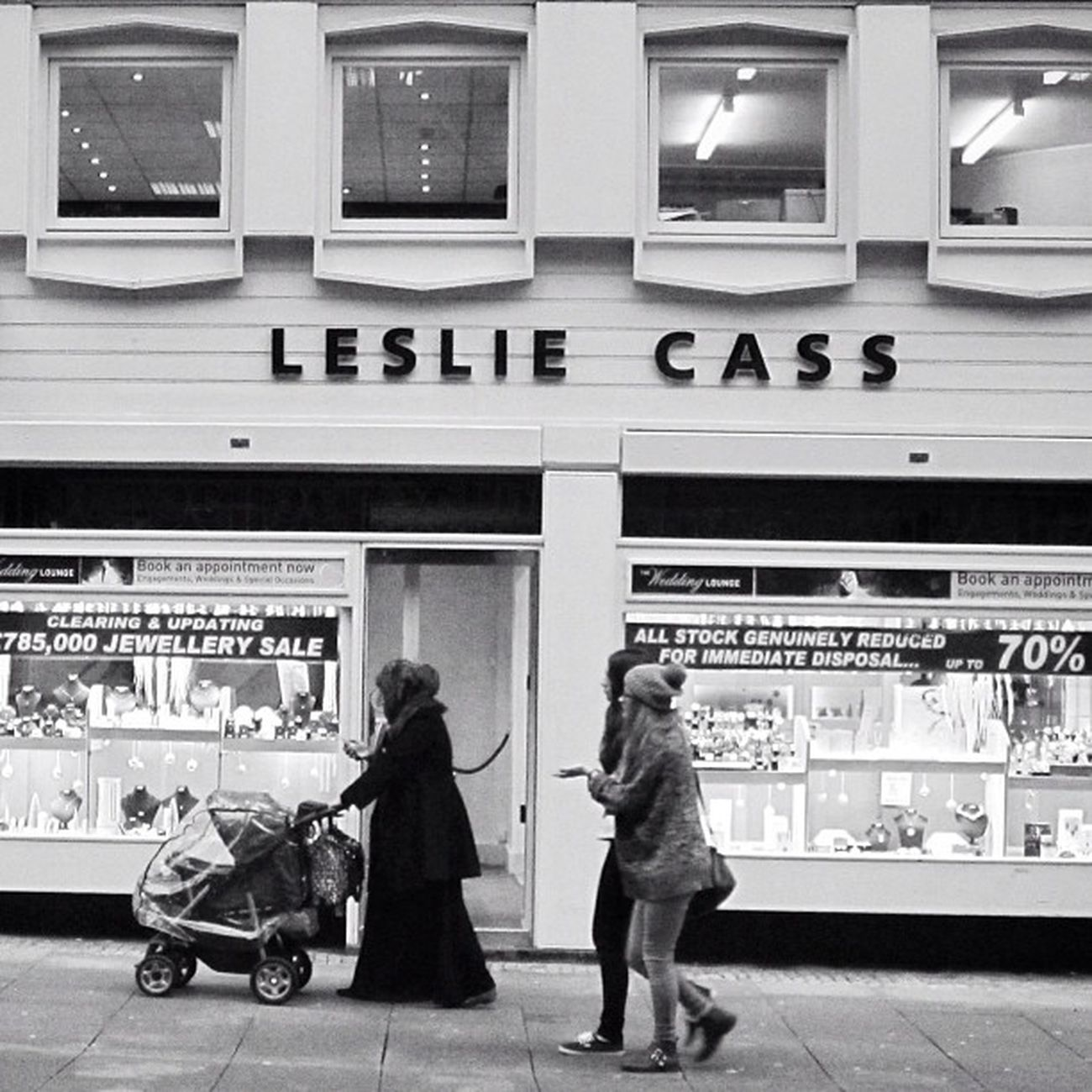 Leslie Cass Woman Monochrome Architecture Bw Streetphotography Sheffield People Bnw Candid England Walking Bn Urban Leslie Blackandwhite Architectureporn Windows Archilovers Portrait Cass Façade Pushchair Yorkshire Southyorkshire Mother Lesliecass Window Streetphoto