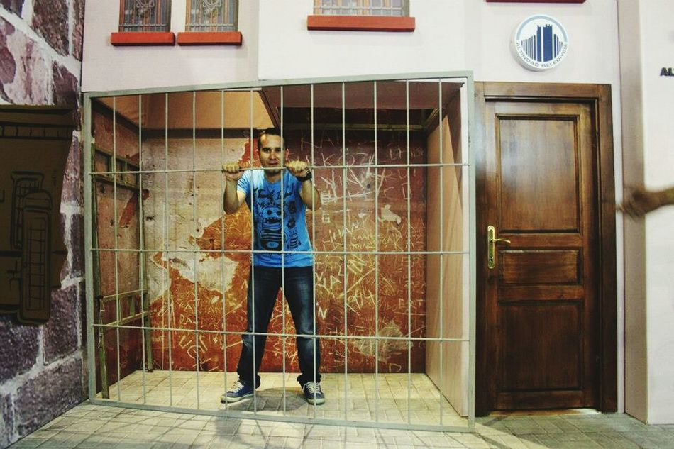 Me Enjoying Life People Watching People That's Me Exhibition Altındağ Hello World Prison Photography