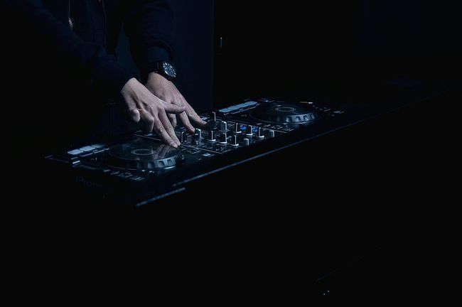 DJ turn it up 👌 Open Edit Music Darkness And Light EyeEm Best Shots Light And Shadow Hands Perspective Enjoying Life Eye4photography