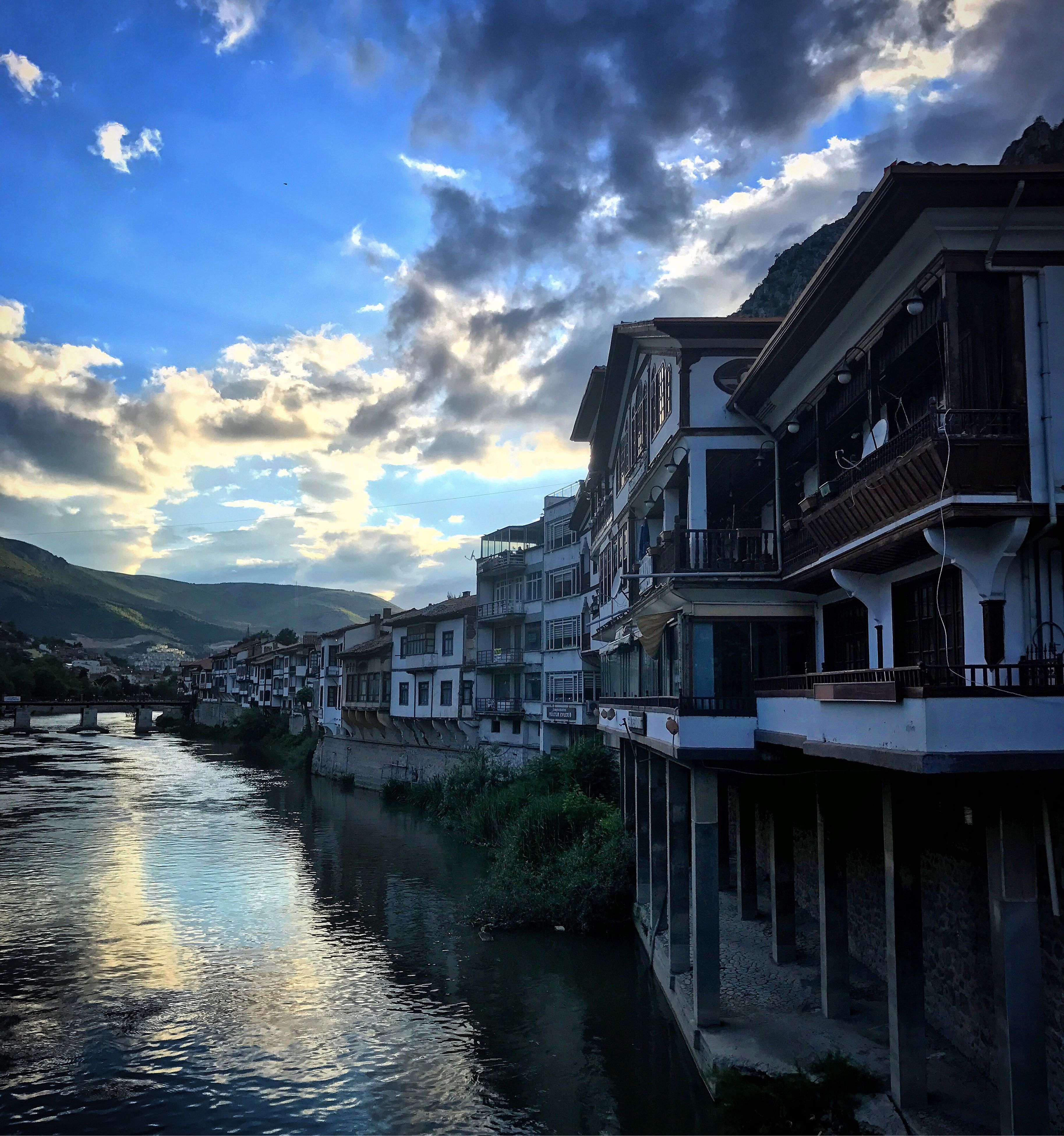 architecture, building exterior, built structure, cloud - sky, sky, house, outdoors, water, residential building, no people, day, river, mountain, nature, scenics, city, beauty in nature