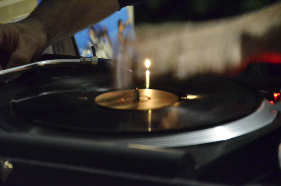 33 Dee Jay Disk Human Finger Illuminated Mixer Part Of Refreshment Selective Focus Unrecognizable Person Vinile Wedding Party