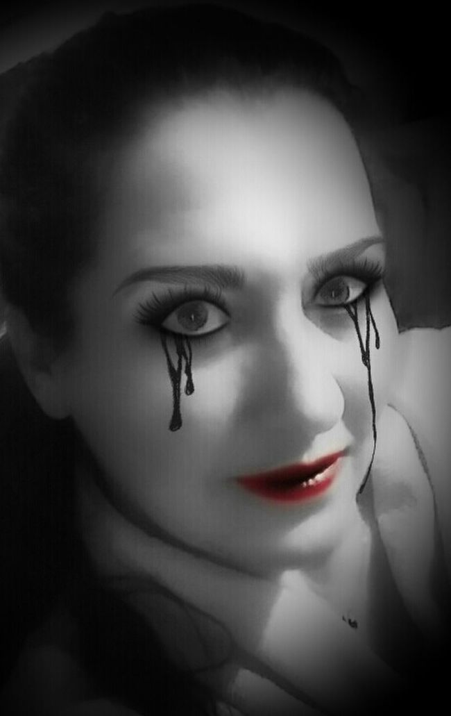 https://youtu.be/6Y2Q2BkqGfw 💀And i know it💀 Ethereal Im Haunting You Eyelash Human Face Person Happy Halloween Headshot Adult Nightmare On EyeEm Film Noir Lipstick Red Red Lips Eyes Watching You Portrait Women Who Inspire You My Darkside Edit_masters Femme Fatale Beautiful Women Face Dark Art Not BnW Colorsplash Halloween2016