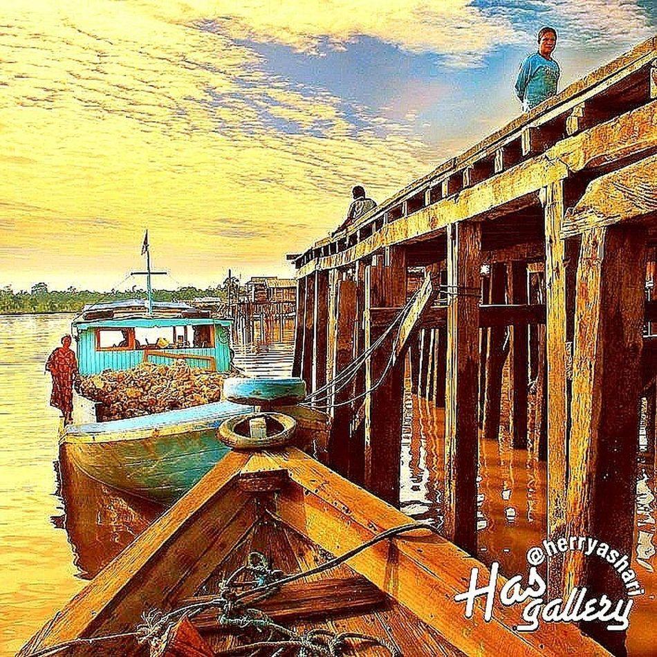 """Dermaga"" Derawan, Kalimantan EyeEm Nature Lover EyeEm Best Shots - Sunsets + Sunrise Sunset #sun #clouds #skylovers #sky #nature #beautifulinnature #naturalbeauty #photography #landscape"