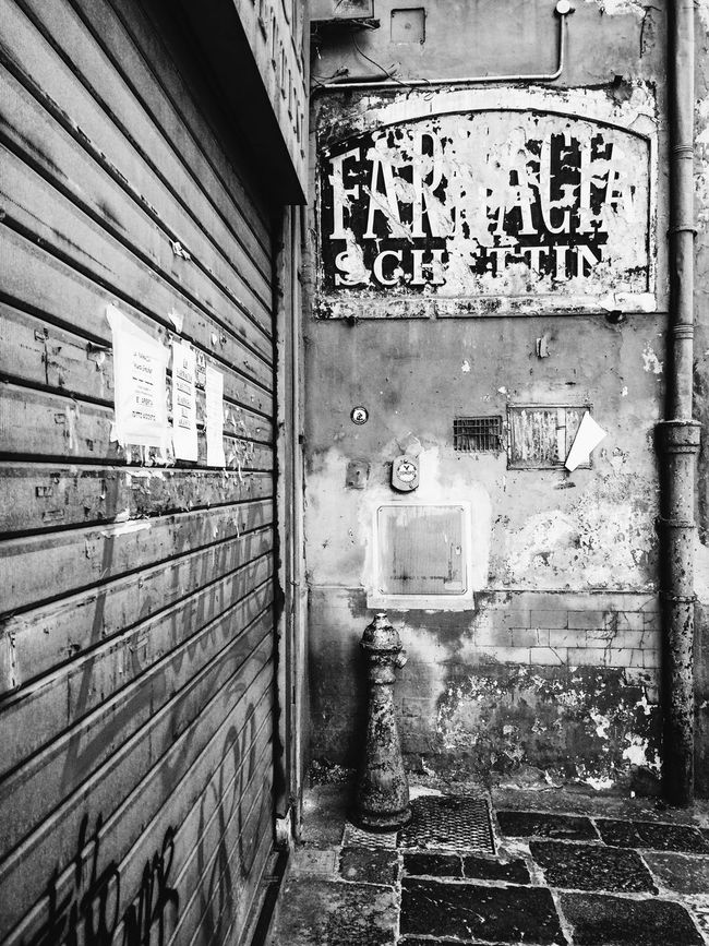 Napoli Napoliphotoproject Napoli ❤ Napoli Street Napoli Italy Architecture Built Structure Residential Building Building Exterior Damaged Day Outdoors Weathered No People Exterior Streetphotography Street Street Photography Streetphoto_bw Blackandwhite Black And White Black & White Blackandwhite Photography Black And White Photography