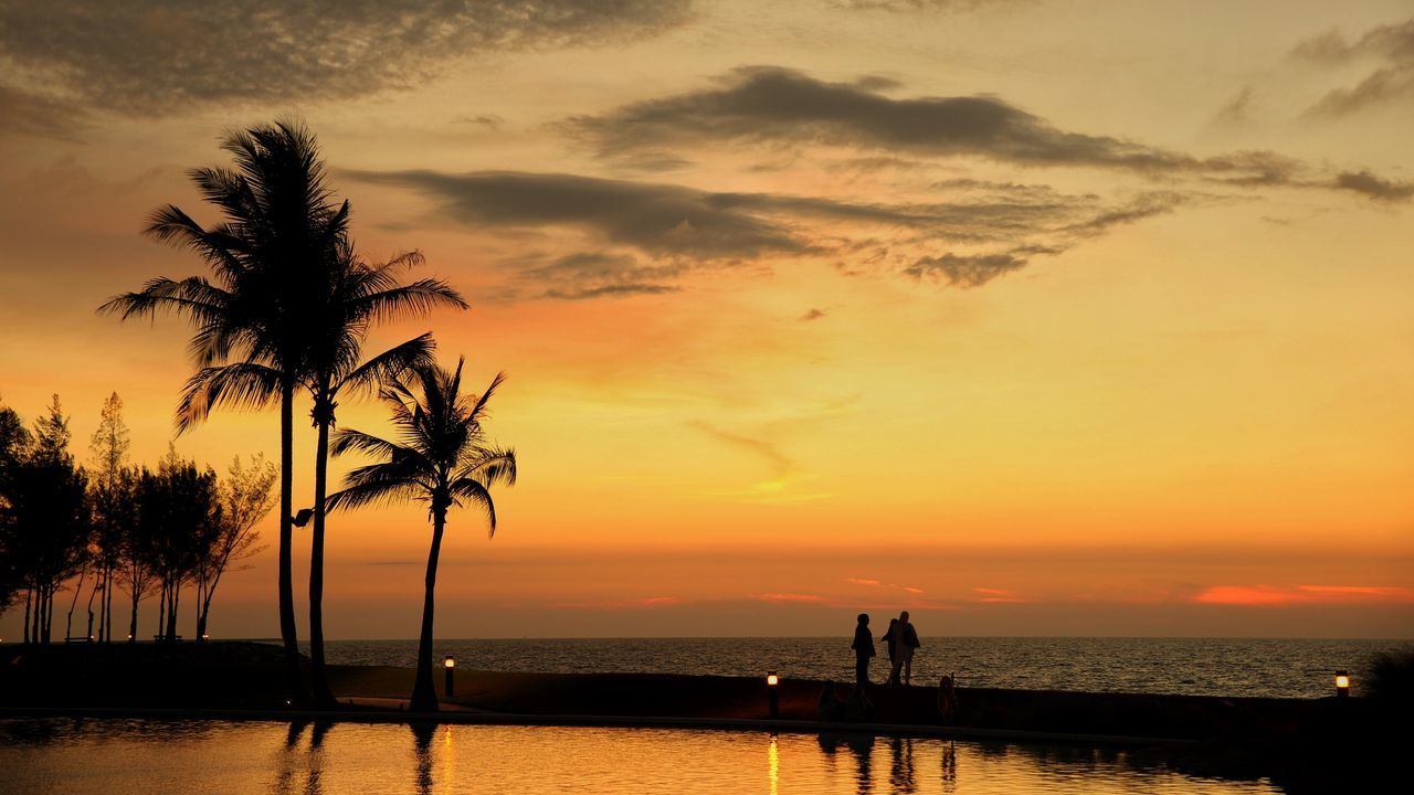 Sunset Sea Nature Water Silhouette Beach Beauty In Nature Travel Destinations Palm Tree Outdoors Vacations Scenics Brunei Darussalam Brunei The Empire Hotel & Country Golf Brunei Family Trip Tree Cloud - Sky Sky