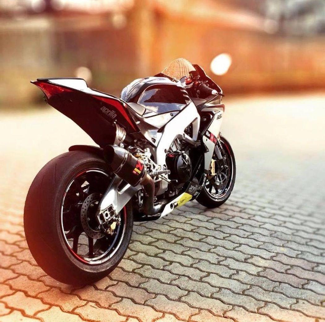 Aprilia RSV4 1000 Aprilia Motorcycles Enjoying Life Hi! Hello World EyeEm Life ?☀️