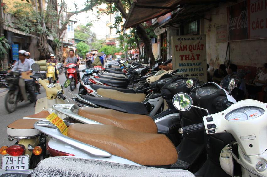 Scooters Vietnam Vietnamese Mopeds Street Street Scene Street Scenes Hanoi Streetphotography Vietnam Scooters Vietname Life