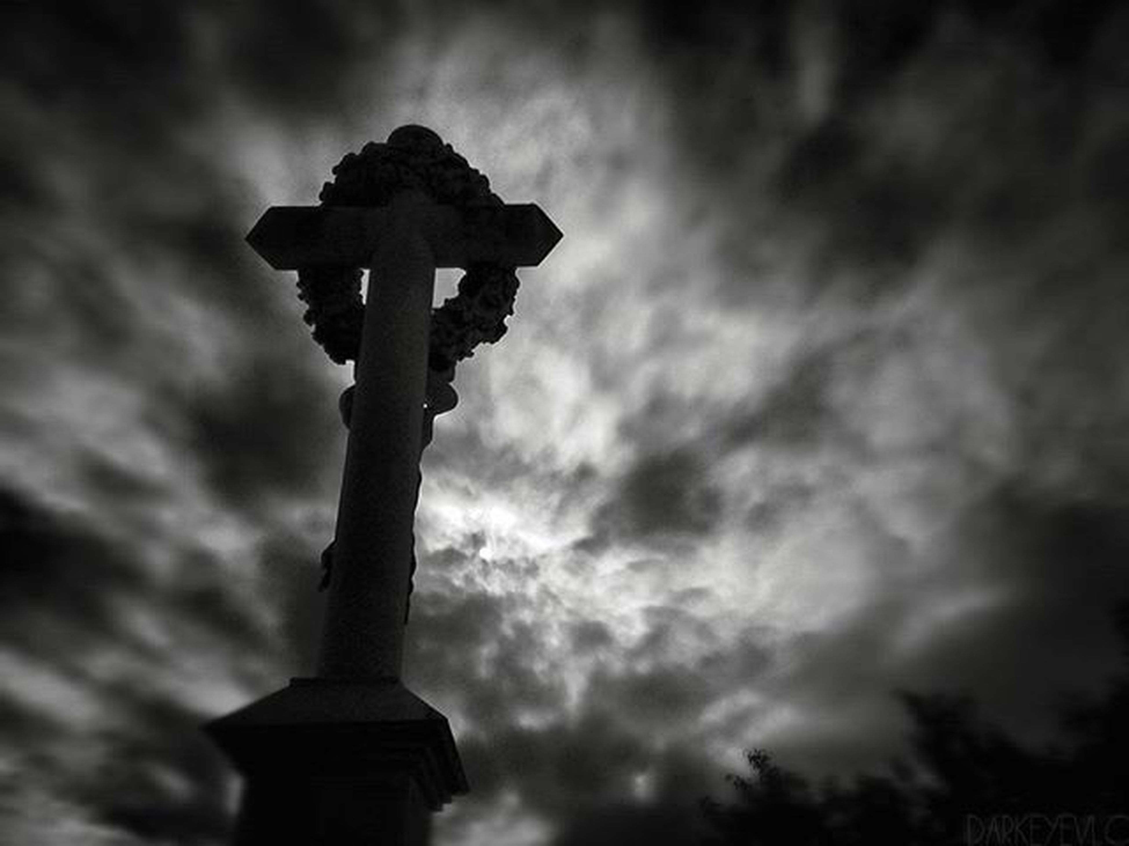 Graveyard_dead GYD_black_friday Bnw_oftheworld Blackandwhite Sky Clouds Bnw Cementiry Darkphotography Sky Porn Landscape Bnwphotography Graveyard_shots