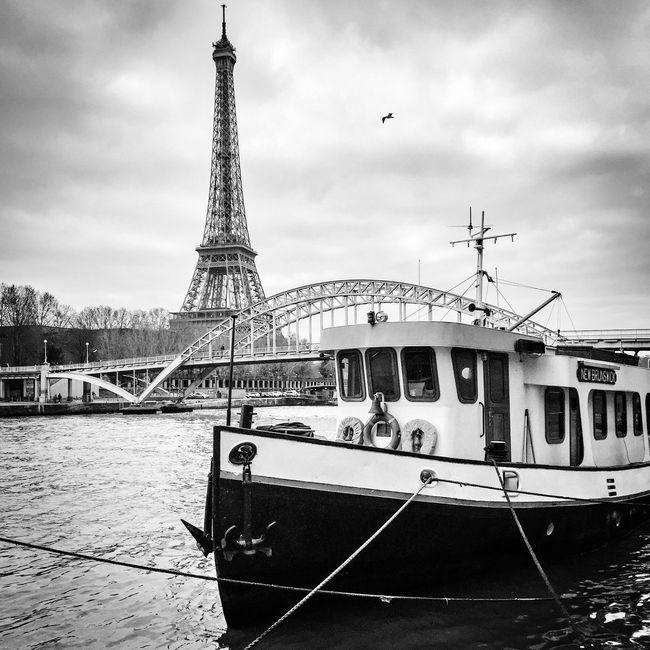 Have a great Sunday! Bonjour Paris Tour Eiffel Eiffeltower Paris ❤ Parisweloveyou Being A Tourist Eyem Best Shot - Architecture EyeEm Best Shots Architecture Paris EE_Daily: Black And White BNW PARIS EyeEm Bnw